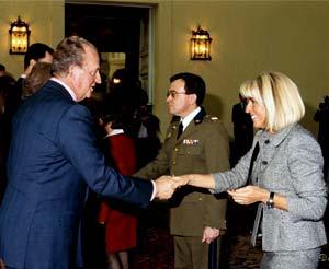 SS.MM. Los Reyes de España reciben a la estilista Mª Luisa Sicilia