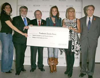GALA DE INTERCOIFFURE 2008 a favor de la asociación Sandra ibarra. Premio entregado a Sandra Ibarra